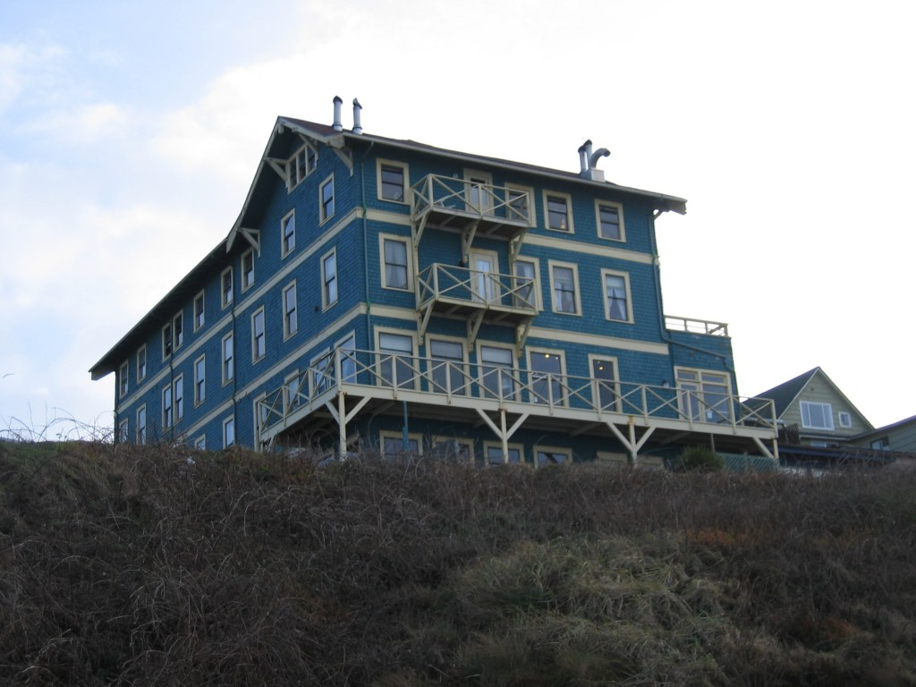 sylvia beach hotel a bookish retreat along the oregon. Black Bedroom Furniture Sets. Home Design Ideas