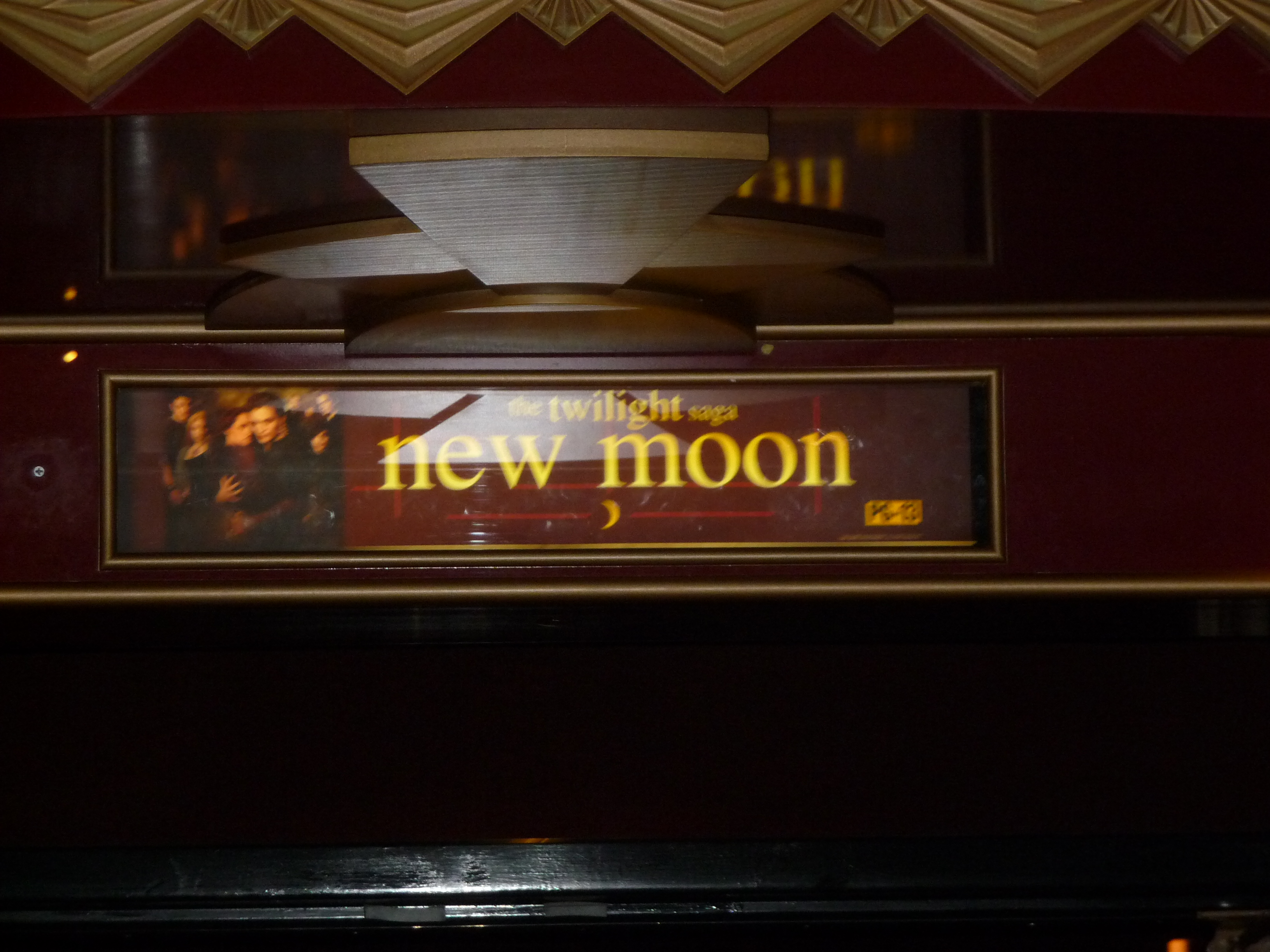 """New Moon"" midnight premiere a terribly civil affair"