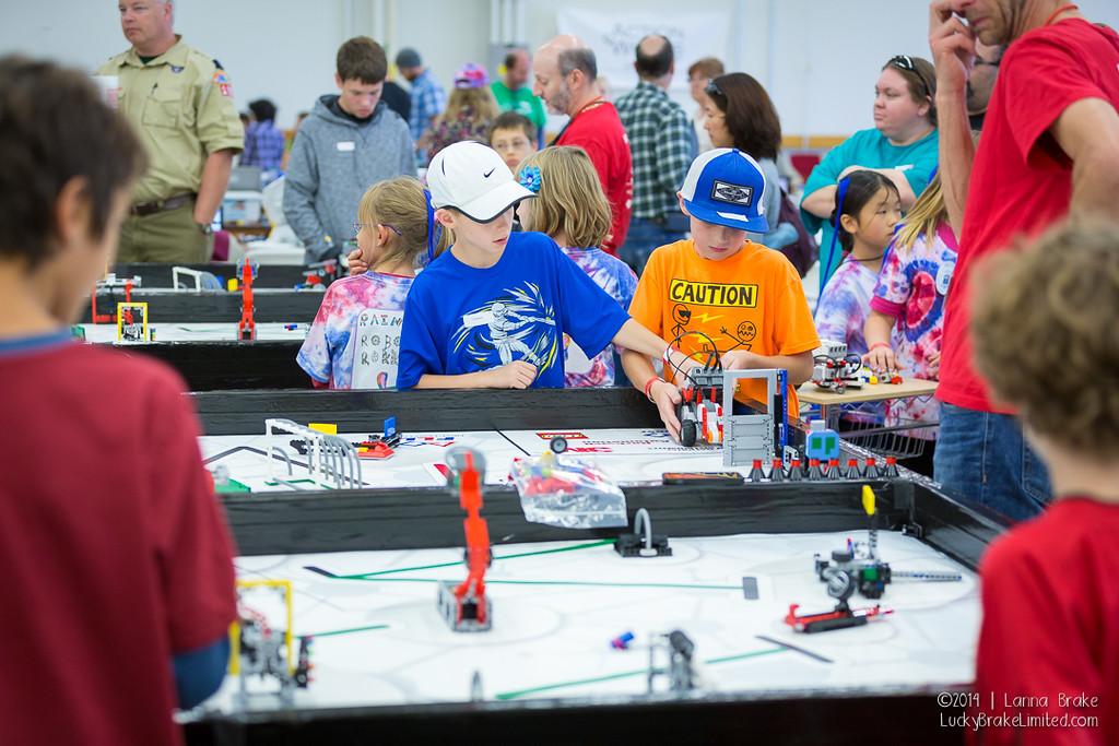 NOCO Mini Maker Faire children