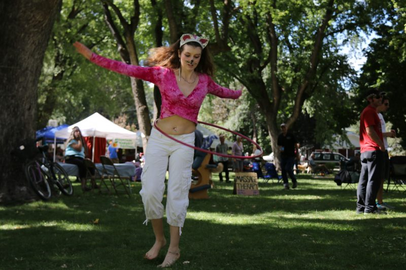 featured-festival-mountain-harvest-festival-paonia-hula-hoop-girl