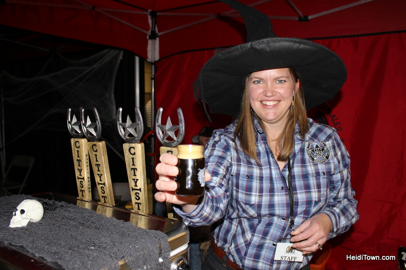 featured-festival-fall-back-beer-festival-2016-estes-park-heiditown-6