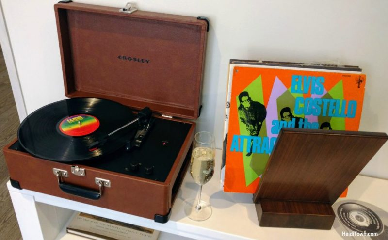 The Elizabeth record player in room