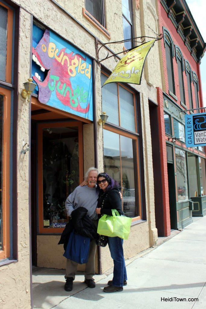 The Bungled Jungle, Pat & Kerri. HeidiTown.com